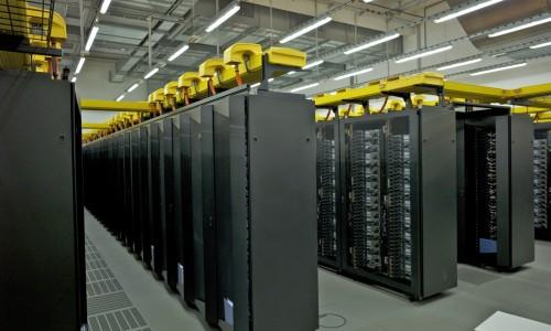 Tôi có thể cài đặt software của tôi như MS SQL Server, Mail Server lên máy chủ của tôi ?